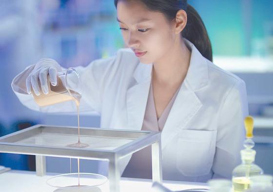 '쿠션의 진실' 캠페인은 10년간 쿠션을 연구해 온 아모레퍼시픽의 독보적 기술이 집약된 제품임을 강조하고 있다. [사진 아모레퍼시픽]