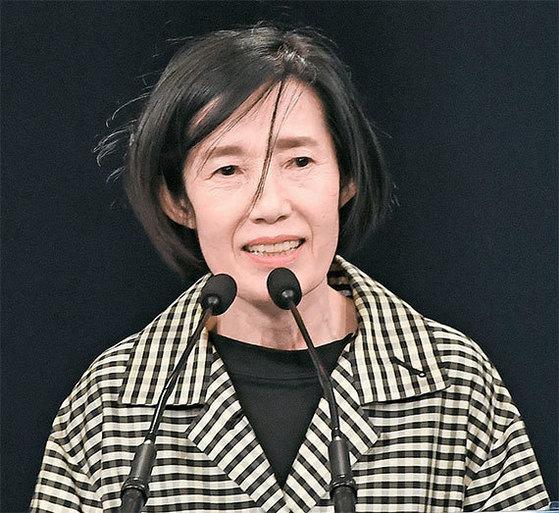 문재인 대통령은 17일 국가보훈처장에는 피우진 예비역 중령이 임명됐다. 역대 보훈처장 가운데 최초의 여성 수장이다. [청와대사진기자단]