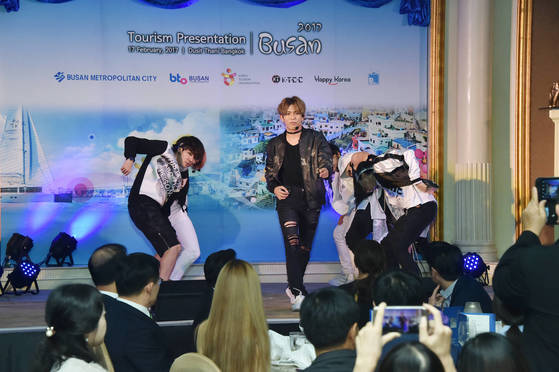지난 2월 12~18일 싱가포르,인도네시아,태국에서 열린 부산관광설명회의 한 장면.[사진 부산시]