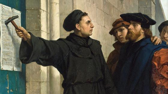 마르틴 루터가 독일의 비텐베르크 교회 외벽에 면죄부 판매 등에 의문을 품고서 신학적 토론을제안하는'95개 논제'를 써붙이고 있다. 로마의 교황청을 향한 일종의 대자보였다. 이로 인해 가톨릭 성직자였던 루터는 파문을 당했다.