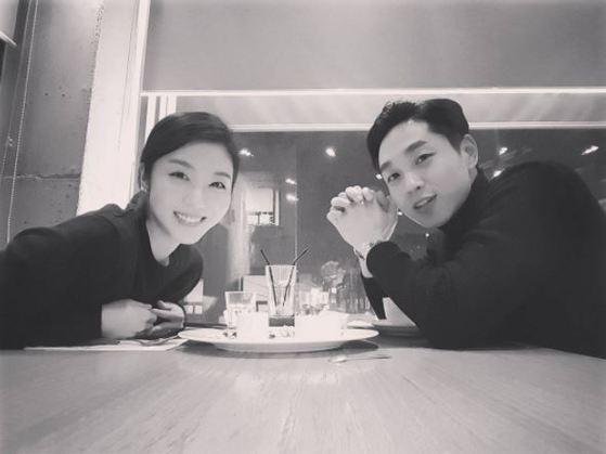 아내와의 결혼 1주년을 맞아 이석훈이 SNS에 올린 사진. [사진 이석훈 인스타그램]