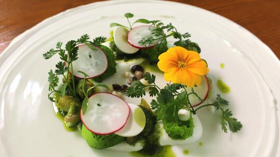 프렌치 레스토랑 슈에뜨에서 선보이는 에스카르고 요리. 동해안산 백골뱅이를 사용해 프랑스 정통퀴진의 맛을 선보인다.