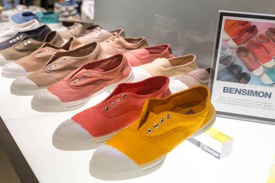 '프랑스 국민 신발'로 불리는 벤시몽 테니스화.