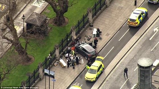 지난 3월 22일 영국 런던 의사당 인근 웨스트민스터 다리에서 차량 테러가 발생했다. [중앙포토]