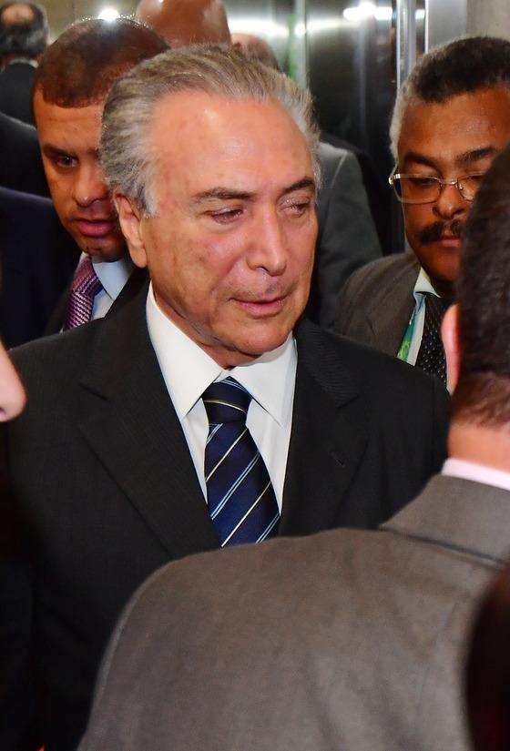 브라질 대통령 직무대행인 미셰우 테메르 부통령이 18일 오후(현지시간) 브라질 리우데자네이루 바하 MPC(Main press Center) 방문을 마친뒤 엘리베이터에서 나오고 있다. [올림픽사진공동취재단]