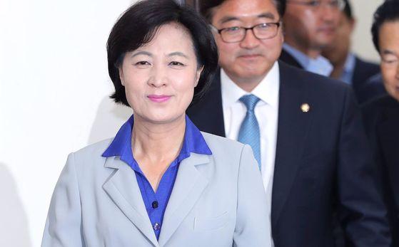 추미애 더불어민주당 대표가 지난 24일 오전 국회에서 열린 최고위원회의에 참석하고 있다. 박종근 기자
