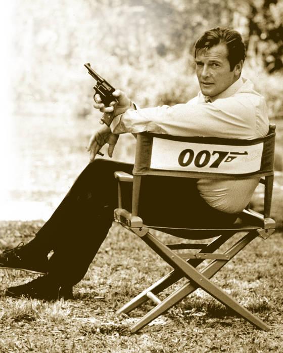 가장 오랫동안 제임스 본드를 연기하며 '007 캐릭터'의 매력을 완성한 배우 로저 무어. [AP=연합뉴스]