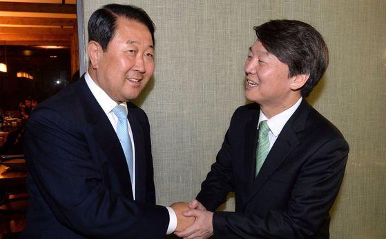 국민의당 박주선 국회부의장(왼쪽)과 안철수 전 대표 [중앙포토]