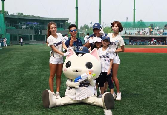 NC의 2군 팀 '고양 다이노스'는 고양이 마스코트와 치어리더를 내세우는 등 적극적인 마케팅으로 한국형 마이너리그 팀의 방향을 제시했다. [사진 고양 다이노스]