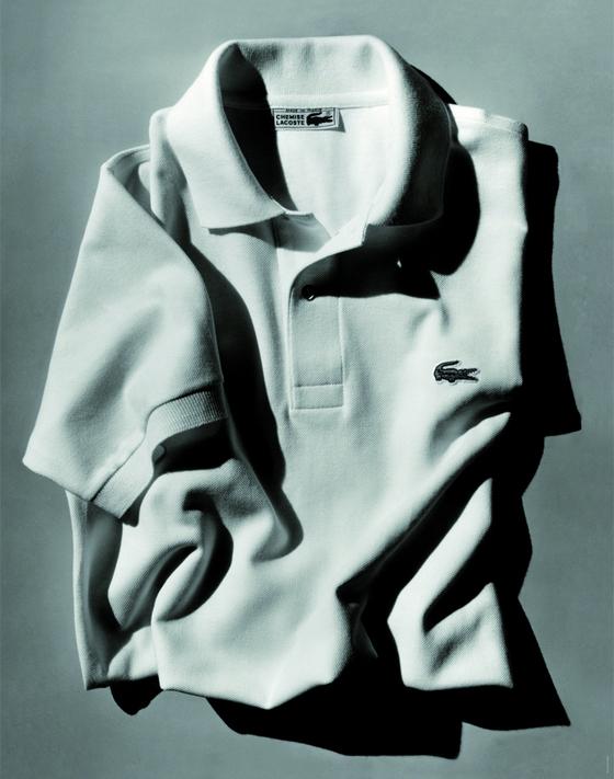 라코스테의 클래식 피케 폴로 셔츠인L.12.12(왼쪽). 흰색 테니스 경기복으로 시작한 옷은 현재 50개 컬러로 제작된다.