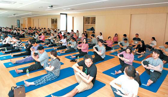 지난 20일 강원도 홍천군에서 예비엄마와 예비아빠 30쌍이 참가하는 '매일유업 베이비문' 행사가 열렸다. [사진 매일유업]
