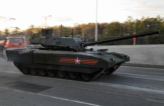 러시아 차세대 전차 아르마타가 주행하고 있다. [사진 Wikipedia]