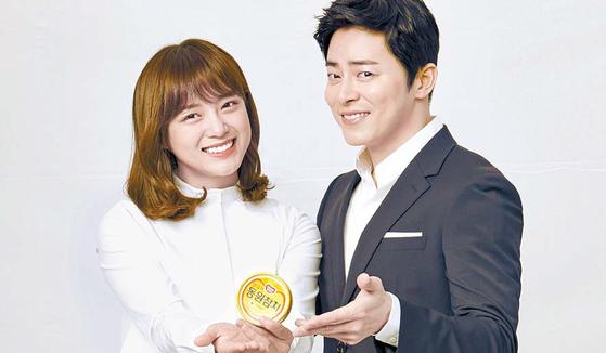 동원F&B가 배우 조정석(오른쪽)과 걸그룹 구구단의 김세정을 신규 모델로 발탁했다. [사진 동원F&B]