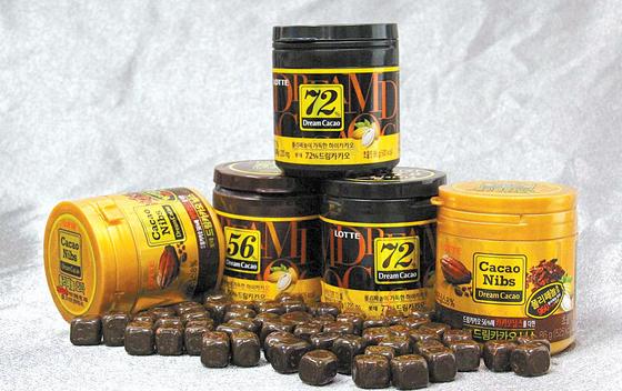 고함량 카카오 초콜릿에는 항산화제 역할을 하는 폴리페놀 성분이 다량 함유돼 있어 오뚜기의 즉석식품 브랜드 '3분 요리'는 1981년부터 지금까지 36년간 국내 즉석식품 최고 자리를 지키는 장수 브랜드다. [사진 오뚜기] 미용과 건강관리에 도움을 준다. [사진 롯데제과]
