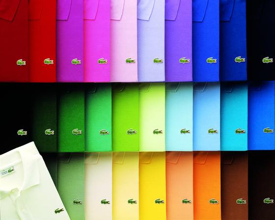 라코스테의 클래식 피케 폴로 셔츠인L.12.12(아래). 흰색 테니스 경기복으로 시작한 옷은 현재 50개 컬러로 제작된다.