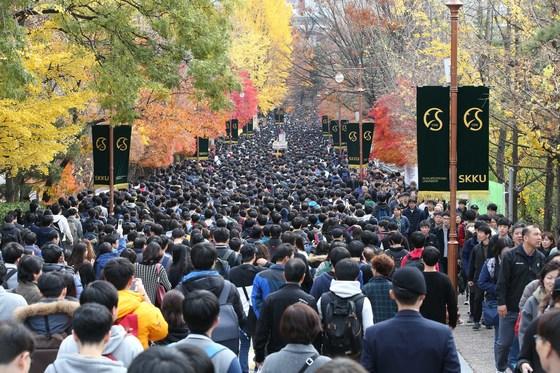 성균관대학교 입학시험을 보러 가는 학생들. [중앙포토]