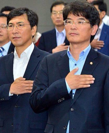 박완주 더불어민주당 수석대변인(오른쪽)