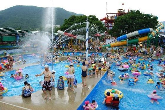 개장 38년만인 지난 28일 문을 닫은 부곡하와이 야외수영장. 매년 200만명이 찾았다. [사진 창녕군]