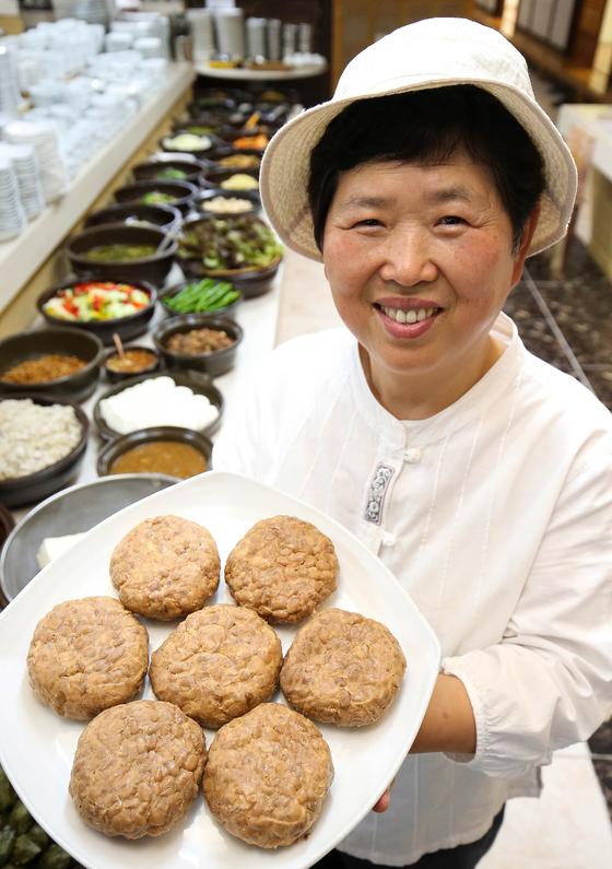 함씨네밥상 함정희(64·여) 대표가 국산 콩으로 만든 청국장.[프리랜서 장정필]