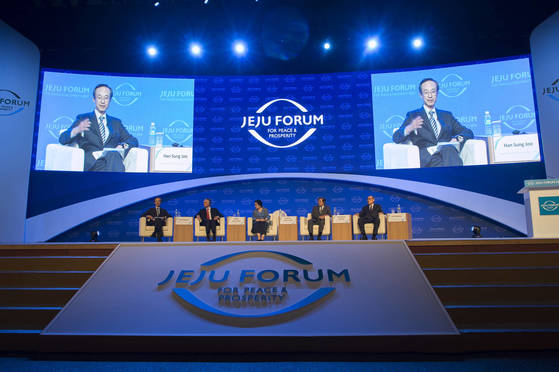 1일 제주 국제컨벤션센터에서 열린 제 12회 평화와 번영을 위한 제주포럼에서 '아시아의 미래 비전 공유'라는 주제로 세계지도자세션이 진행됐다. 전민규 기자
