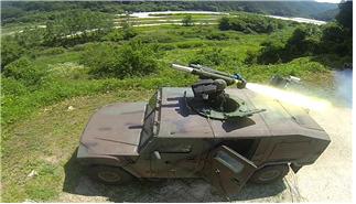국내 기술로 개발한 대전차 유도로켓 현궁. 명중률과 기동성을 자랑한다. 군이 실전배치에 앞서 소형전술차량에 탑재해 시험발사하고 있다. [사진=방위사업청]