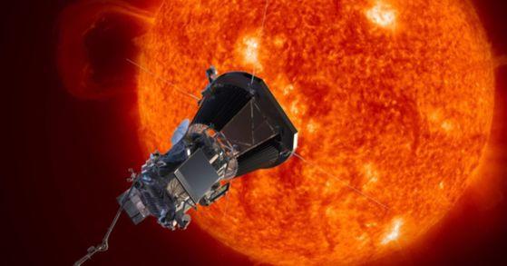 우주 기후 예측의 임무를 띠고 내년 7월 태양 코로나 부근까지 도달할 예정인 나사의 '파커 솔라 프로브' 위성. [중앙포토]
