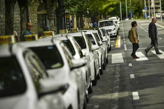 우버에 대항해 파업에 돌입한 스페인의 택시들. [AP 연합뉴스]