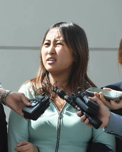 정유라씨가 지난 5월 31일 인천국제공항에 입국한 후 취재진의 질문에 답하고 있다.