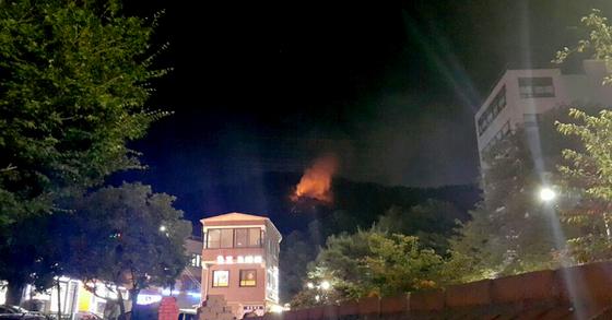 1일 오후 9시8분쯤 수락산에 큰 불이 발생했다. [사진 독자]