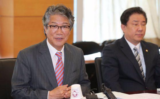 김기정 청와대 국가안보실 2차장(왼쪽) [중앙포토]