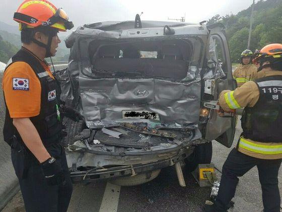 지난달 11일 고속버스와 승합차가 추돌해 4명이 숨진 영동고속도로 사고 현장 모습. [사진 강원지방경찰청]