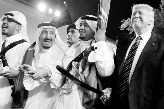 사우디아라비아를 방문한 도널드 트럼프 미국 대통령(오른쪽).