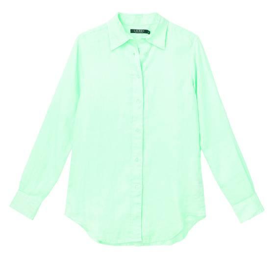소매 부분을 접어 짧은 길이로 연출할 수 있는 아쿠아 컬러 린넨 셔츠. 10만원대.