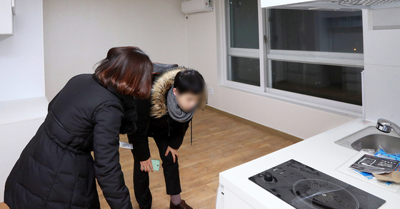 신혼집 구하는 청년. 강정현 기자