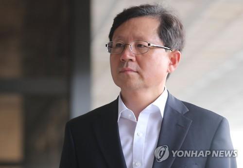 법무연수원 연구위원으로 옮기는 윤갑근 대구고검장 [연합뉴스 자료사진]