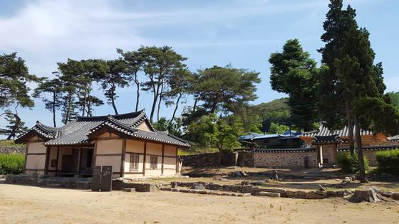 지난 1일 충남 아산시 배방읍에 건립된 맹사성 기념관 건너편에 위치한 맹씨행단.신창 맹씨 고택인 행단은 우리나라 살림집 중 가장 오래된 건축물로 알려져 있다. 아산=신진호 기자