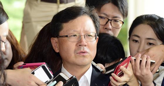 우병우 청와대 민정수석과 이석수 특별감찰관 관련 의혹 수사를 맡을 당시 윤갑근 대구고검장. 전민규 기자