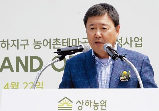 김정완 매일유업 회장은 지난 5월1일 매일유업을 분할해 지주사 체제로 전환했다. 지주사(매일홀딩스) 대표인 김 회장은 자회사 지분의 관리와 투자를 맡는다. / 사진제공·매일유업