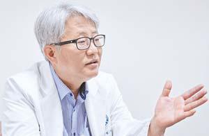 정웅윤 한국외과로봇수술연구회장
