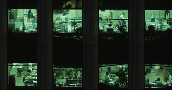 12일 강북삼성병원 기업정신건강연구소가 주 40시간 이상 근로자 1575명을 대상으로 주당 노동시간에 따른 건강 정도를 분석한 결과 주당 50시간 이상일 때 근로자의 우울, 불안 등이 증가하는 것으로 나타났다. [중앙포토]