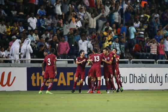 카타르축구대표팀은 33년 만에 안방에서 한국을 잡고 환호했다.[사진 대한축구협회]