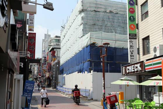 서울 신림동에 들어서고 있는 '원룸' 건물. [최정동 기자]