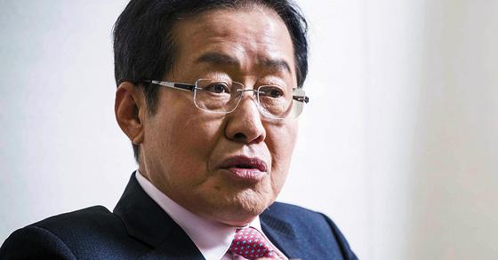 자유한국당 대선후보였던 홍준표 전 경남지사. [중앙포토]