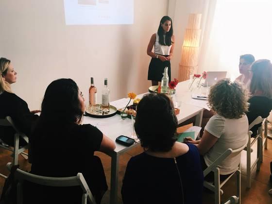 요즘 미국에선 '여성 전용 공유 오피스'가 인기다. 여성들이 모여 각자 일을 하고 함께 공부하며 여러 이벤트도 즐긴다. 최근엔 여성운동의 베이스캠프로도 자리매김했다. 뉴욕에 있는 여성 공유 오피스 '쉬웍스'의 내부 풍경. [사진 각 사 홈페이지]
