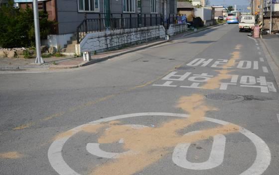 충북 청주시 흥덕구 옥산면 옥산면사무소 인근 어린이보호구역 도로. 이 곳에서 지난 15일 오후 초등학교 4학년 학생이도로를 지나다시내버스에 치여 숨졌다. [사진 독자제공]