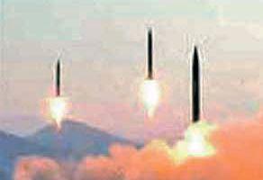 북한군이 지난 3월 평안북도 철산군 동창리에서 발사한 4발의 스커드 ER 미사일 중 3발. [사진 노동신문]