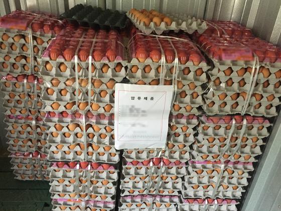 유통기한이 100일 지난 계란을 창고에 쌓아둔 모습 [사진 경기도 특별사법경찰단]