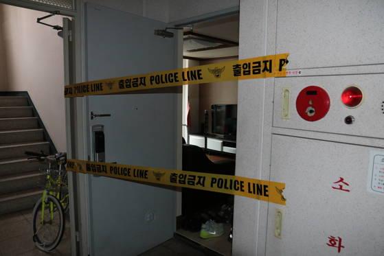 경찰은 자신이 낳은 아기 2명의 시신을 집 냉장고 냉동실에 보관해 온 30대 여성을 붙잡아 수사하고 있다. [사진 부산 남부경찰서]