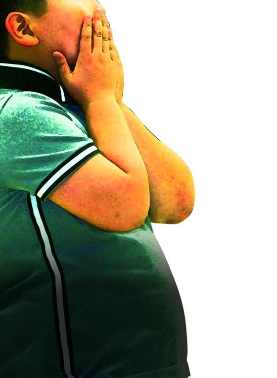 비만으로 배가 나온 아동의 모습. 질병관리본부가 공개한 새로운 성장도표 초안에 따르면 2~18세 아동의 비만 기준이 크게 강화된다. [중앙포토]