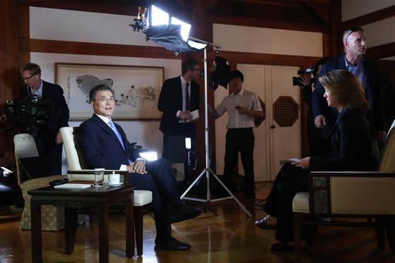 문재인 대통령이 20일 청와대에서 미국 CBS와 인터뷰를 하고 있다. [청와대 제공]